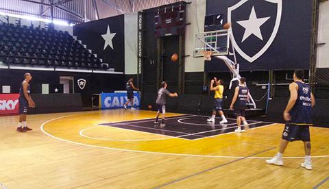 d0653e380ab9b O Mogi das Cruzes/Helbor realizou um treino no final desta tarde no ginásio  em General Severiano, onde encara o Botafogo nesta terça-feira, às 19h30,  ...